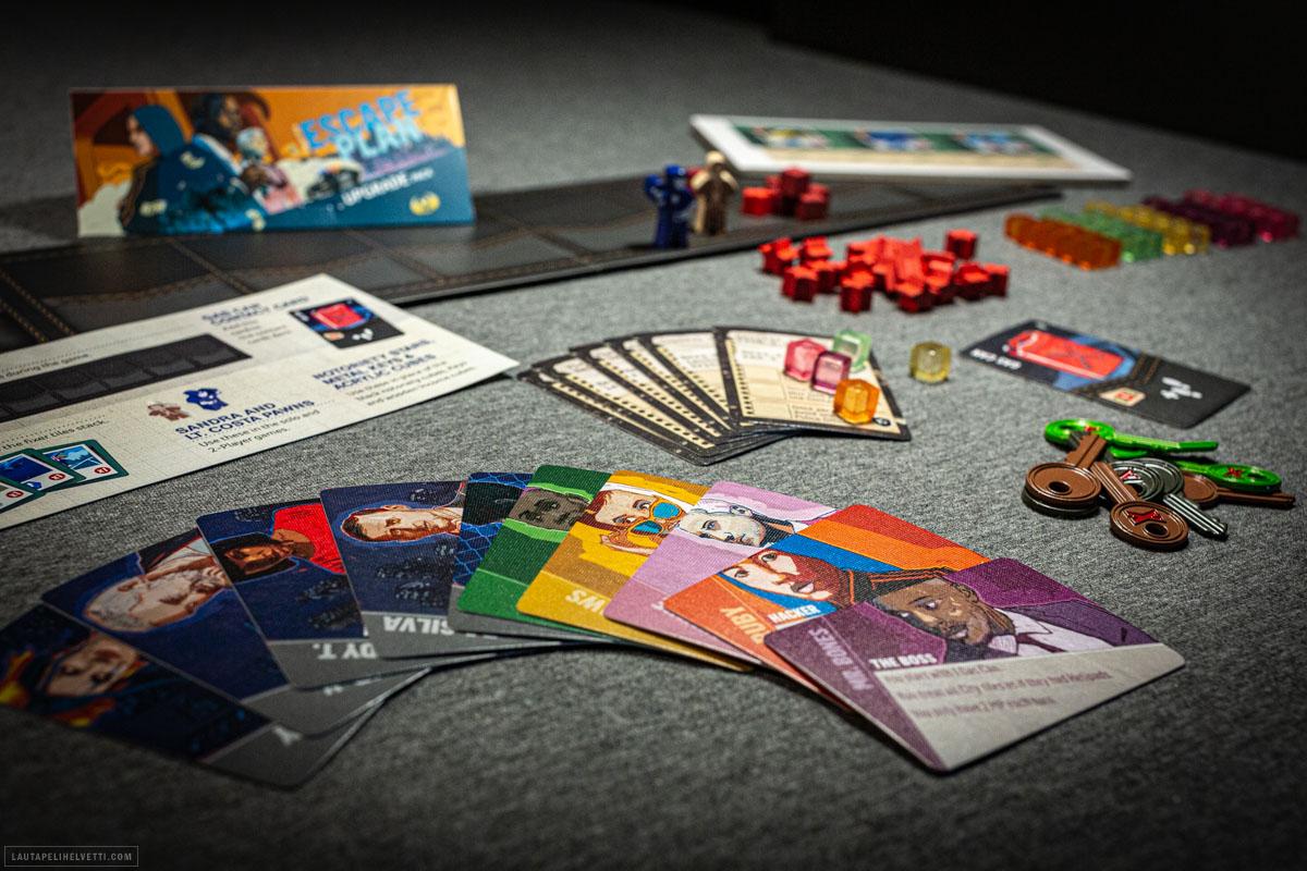 Kickstarter-bäkkääjät saivat myöhemmin erillisenä myyntiin tulevan lisäosapaketin rahoituskampanjan Stretch Goaleina. Lisäosa vaihtaa komponentteja kiehtovammiksi ja lisää pari uutta ominaisuutta, muun muassa pelihahmojen erikoistaidot.